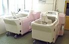 寝たきりの方も安心して 入浴できる機械浴  (チェアインバス)